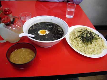 黒い担々麺とつけ麺